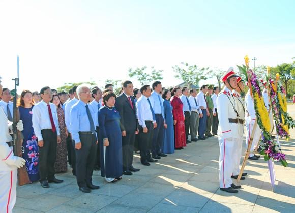 Chủ tịch Quốc hội trao Bằng Tổ quốc ghi công tới 73 thân nhân liệt sĩ tại Quảng Nam ảnh 6