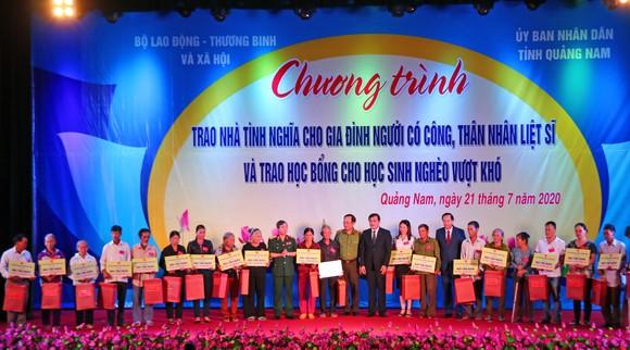 Chủ tịch Quốc hội trao Bằng Tổ quốc ghi công tới 73 thân nhân liệt sĩ tại Quảng Nam ảnh 7