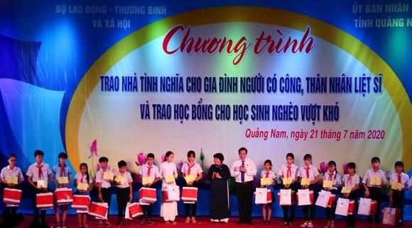 Chủ tịch Quốc hội trao Bằng Tổ quốc ghi công tới 73 thân nhân liệt sĩ tại Quảng Nam ảnh 8