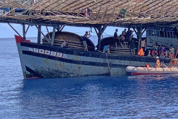 Cứu thuyền viên bị tai biến khi đang hành nghề trên vùng biển quần đảo Hoàng Sa ảnh 1