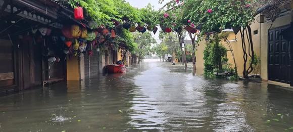 Quảng Nam: Giao thông bị chia cắt do lũ dâng cao ảnh 6