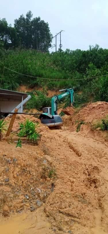 Quảng Nam: Giao thông bị chia cắt do lũ dâng cao ảnh 10