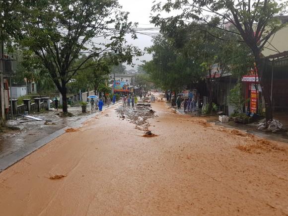 Hàng chục người bị sạt lở núi vùi lấp tại Quảng Nam ảnh 1
