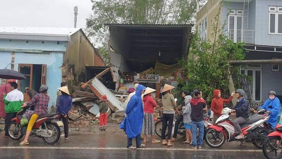 Xe container đâm sập 7 ngôi nhà. Ảnh: Cơ quan chức năng cung cấp