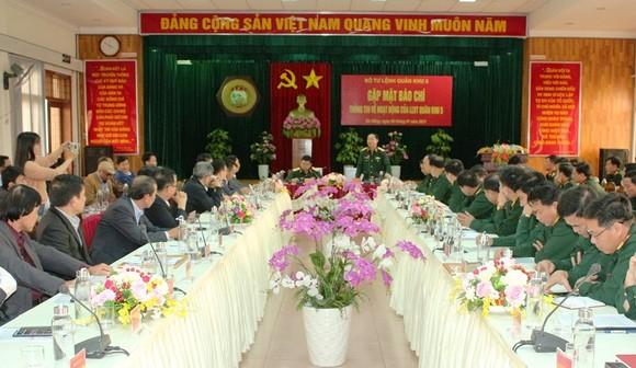 Quân khu 5 phối hợp chặt chẽ với báo chí tuyên truyền hiệu quả trong năm 2021 ảnh 1
