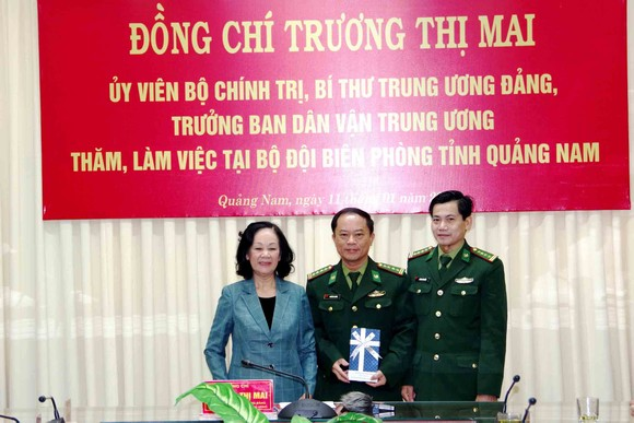 Trưởng Ban Dân vận Trung ương thăm, tặng quà cán bộ, chiến sĩ tại Quảng Nam ảnh 3