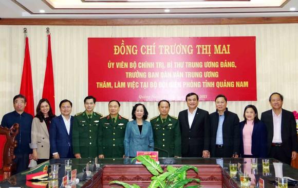 Trưởng Ban Dân vận Trung ương thăm, tặng quà cán bộ, chiến sĩ tại Quảng Nam ảnh 4
