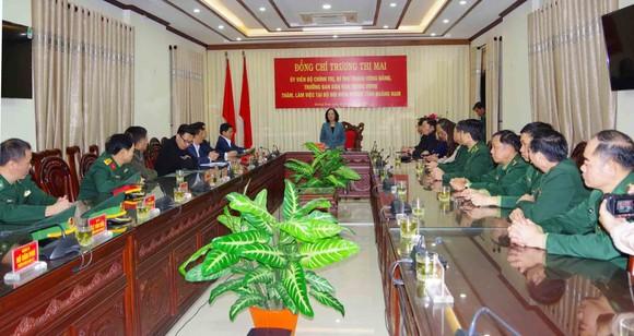 Trưởng Ban Dân vận Trung ương thăm, tặng quà cán bộ, chiến sĩ tại Quảng Nam ảnh 1