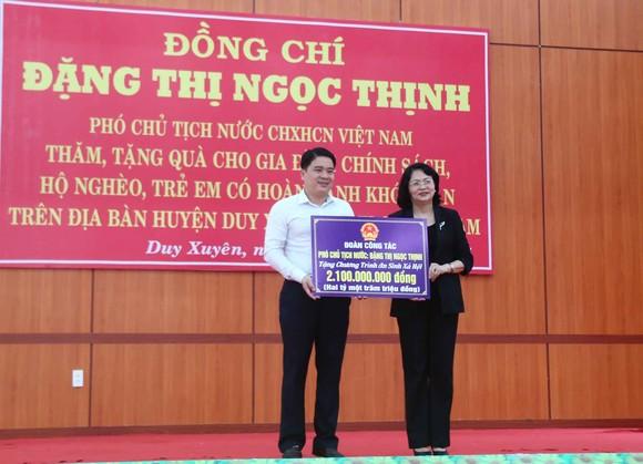 Phó Chủ tịch nước Đặng Thị Ngọc Thịnh thăm và tặng quà hộ nghèo, hộ chính sách tại Quảng Nam ảnh 6