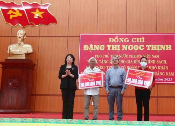 Phó Chủ tịch nước Đặng Thị Ngọc Thịnh thăm và tặng quà hộ nghèo, hộ chính sách tại Quảng Nam ảnh 4