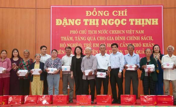 Phó Chủ tịch nước Đặng Thị Ngọc Thịnh thăm và tặng quà hộ nghèo, hộ chính sách tại Quảng Nam ảnh 5