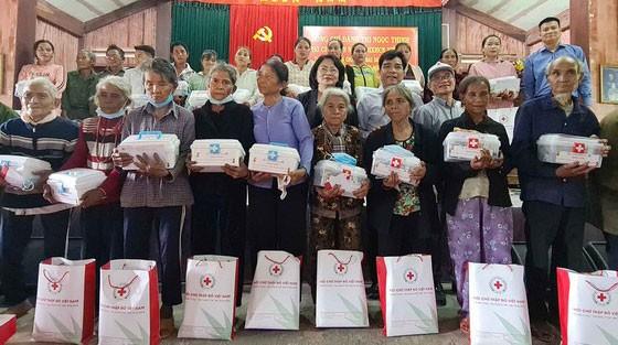 Phó Chủ tịch nước Đặng Thị Ngọc Thịnh thăm và tặng quà hộ nghèo, hộ chính sách tại Quảng Nam ảnh 2