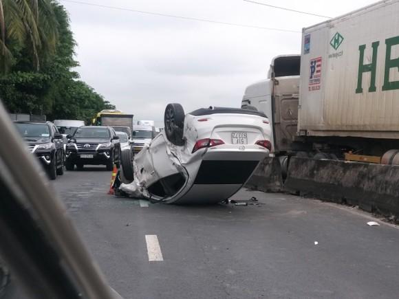 Tiền Giang: Quốc lộ 1 kẹt xe kéo dài do tai nạn giao thông ảnh 2
