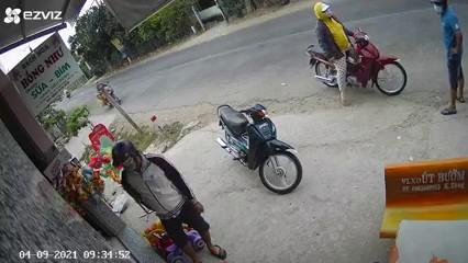 Điều tra vụ 3 người nghi dàn cảnh mua hàng để trộm tiền tại Tiền Giang ảnh 2