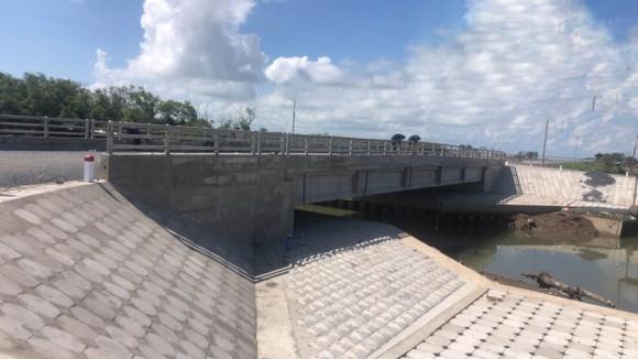Tiền Giang nghiệm thu cầu giao thông trên tuyến đê biển Gò Công ảnh 2