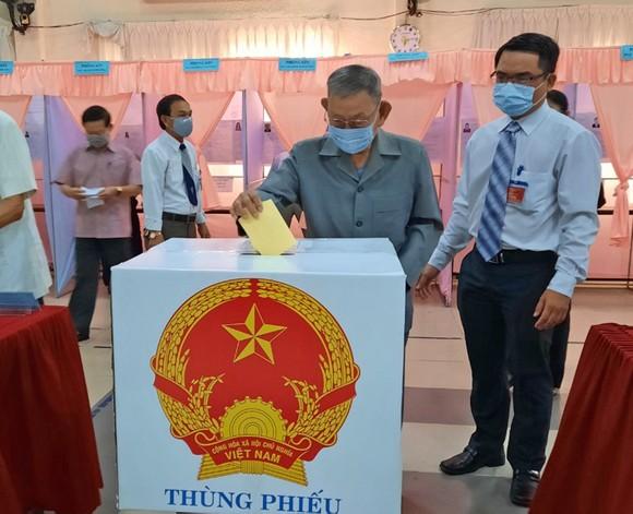 Bầu cử tại cột cờ Hà Nội tại Mũi Cà Mau - điểm cực Nam Tổ quốc  ảnh 4