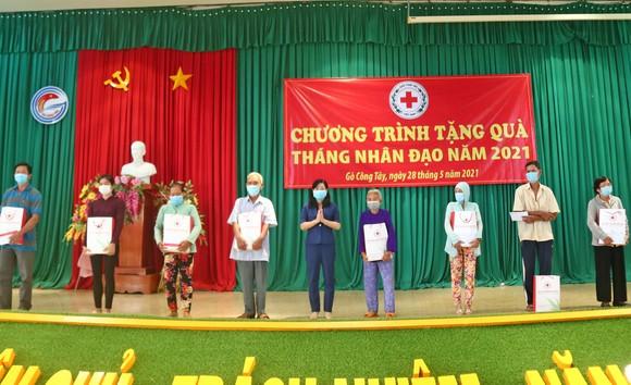 Trưởng Ban Tuyên giáo Trung ương thăm, tặng quà cho người nghèo ở Tiền Giang ảnh 4