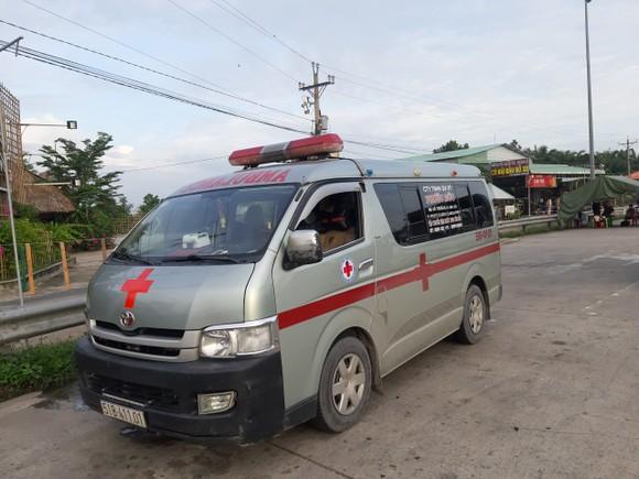 Xe cứu thương chở khách về miền Tây không thực hiện các biện pháp phòng chống dịch Covid-19 ảnh 1