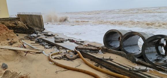 Công trình kè biển khu vực bãi tắm Nhật Lệ 2 vừa xây đã sụp đổ ảnh 1
