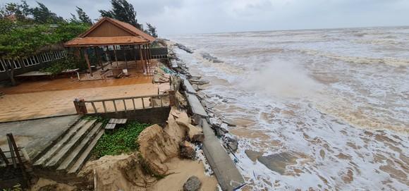 Công trình kè biển vừa xây đã sụp đổ