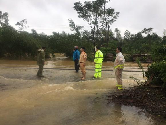 Quảng Bình: Hơn 5km đường sắt Bắc - Nam bị nhấn chìm trong lũ  ảnh 3