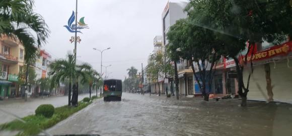 Quảng Bình: Còn hơn 95.000 nhà dân chìm trong biển nước ảnh 4