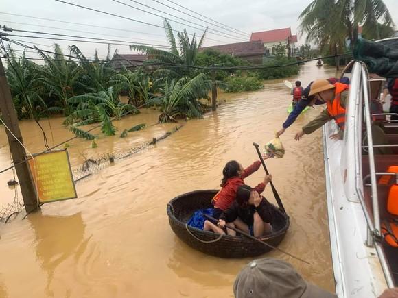 Quảng Bình: Còn hơn 95.000 nhà dân chìm trong biển nước ảnh 9