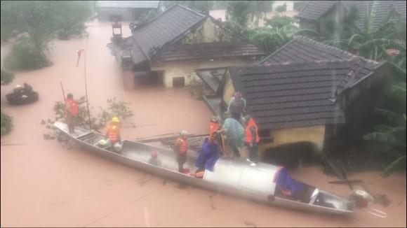 Quảng Bình: Còn hơn 95.000 nhà dân chìm trong biển nước ảnh 12