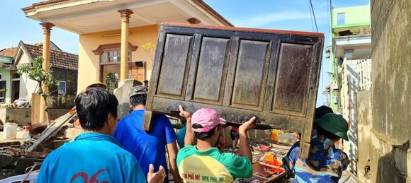 Quảng Bình: Hỗ trợ khẩn cấp 100 tỷ đồng cho hơn 100.000 hộ dân bị lũ lụt hoành hành ảnh 8