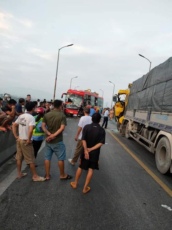 Tai nạn trên cầu Gianh, 1 người tử vong, quốc lộ 1A ách tắc hàng chục cây số ảnh 1