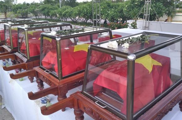Quảng Bình: Long trọng truy điệu và an táng 16 hài cốt liệt sĩ hy sinh tại Lào ảnh 1