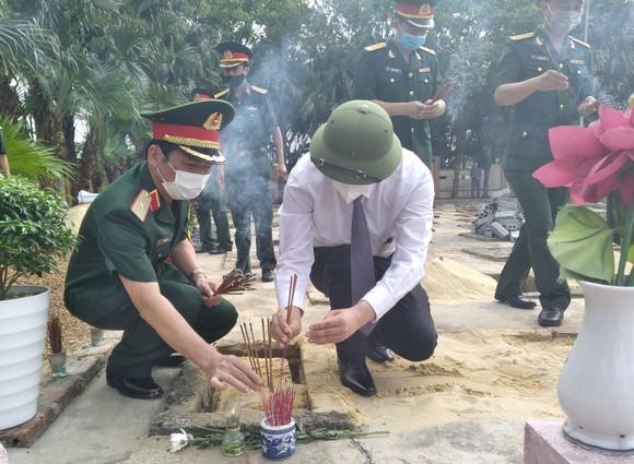 Quảng Bình: Long trọng truy điệu và an táng 16 hài cốt liệt sĩ hy sinh tại Lào ảnh 2