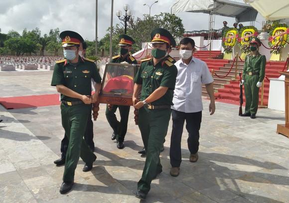 Quảng Bình: Long trọng truy điệu và an táng 16 hài cốt liệt sĩ hy sinh tại Lào ảnh 3