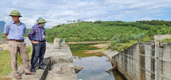 Chịu khát bên hồ chứa hơn 11 triệu khối nước ảnh 1
