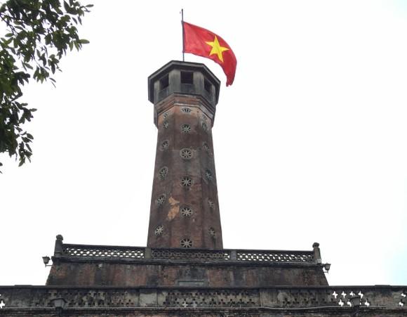 Di tích lịch sử bị vấy bẩn ở Hà Nội ảnh 3