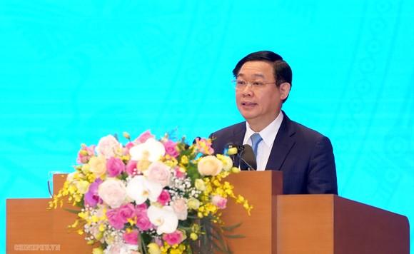 Phó Thủ tướng Vương Đình Huệ trình bày Nghị quyết 01
