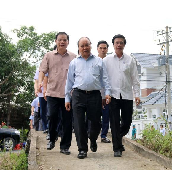 Thủ tướng Chính phủ Nguyễn Xuân Phúc khảo sát vùng chuyên canh sầu riêng tại Tiền Giang ảnh 1