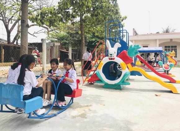 Trao sân chơi, tủ sách thiếu nhi cho trẻ vùng xa tỉnh Tây Ninh ảnh 3