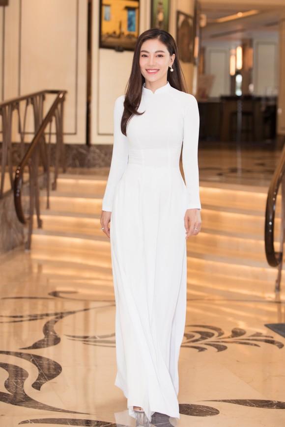 Dàn hoa hậu, á hậu khoe sắc áo dài trắng khởi động Hoa hậu Việt Nam 2020 ảnh 9
