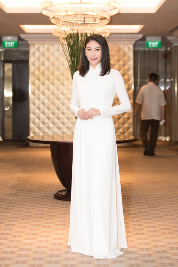Dàn hoa hậu, á hậu khoe sắc áo dài trắng khởi động Hoa hậu Việt Nam 2020 ảnh 8
