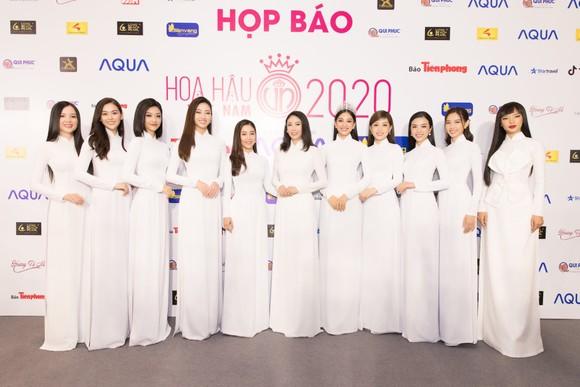 Dàn hoa hậu, á hậu khoe sắc áo dài trắng khởi động Hoa hậu Việt Nam 2020 ảnh 1