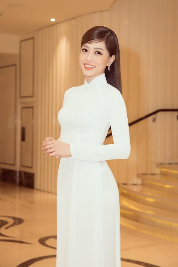 Dàn hoa hậu, á hậu khoe sắc áo dài trắng khởi động Hoa hậu Việt Nam 2020 ảnh 4
