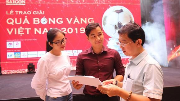 Rộn ràng trước giờ G Lễ trao giải Quả bóng vàng Việt Nam 2019 ảnh 1