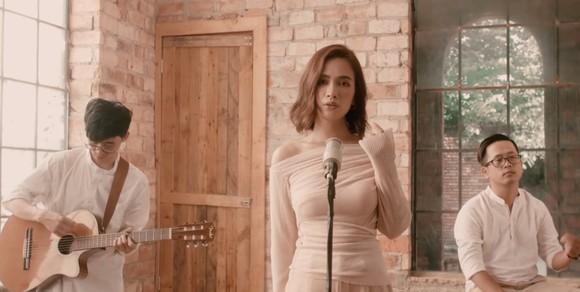 """Mở màn The Ai Phuong Show mùa 3, Ái Phương làm mới """"Lỗi ở yêu thương"""" ảnh 1"""
