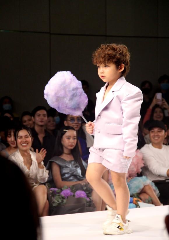 Thanh Hằng, Lan Khuê làm vedette show diễn IVAN 6  ảnh 12