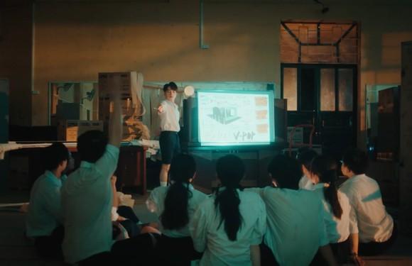 Đức Phúc bùng nổ với MV 'Người ơi người ở đừng về' ảnh 8