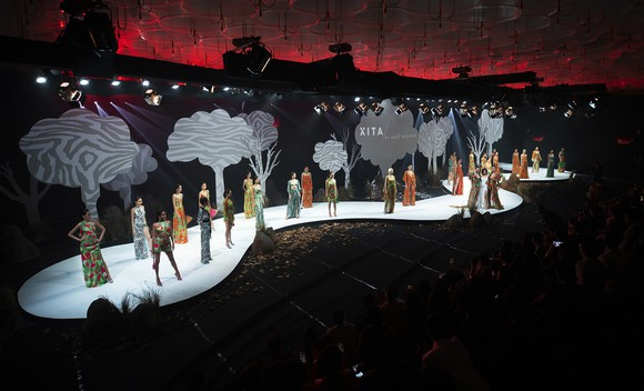 Khánh Vân, Lan Khuê, Lương Thuỳ Linh, Tường San khai mạc Vietnam Runway Fashion Week 2020 ảnh 10