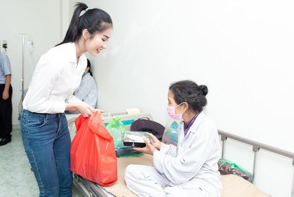 Chuyến từ thiện đầu tiên của Tân Hoa hậu Đỗ Thị Hà ảnh 5