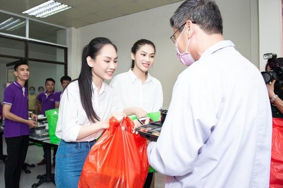 Chuyến từ thiện đầu tiên của Tân Hoa hậu Đỗ Thị Hà ảnh 2