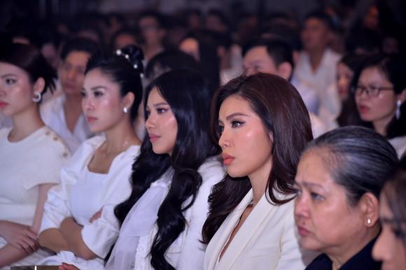 Đông đảo nghệ sĩ đồng hành đêm hội ngộ 'Cảm xúc 30 năm' ảnh 4